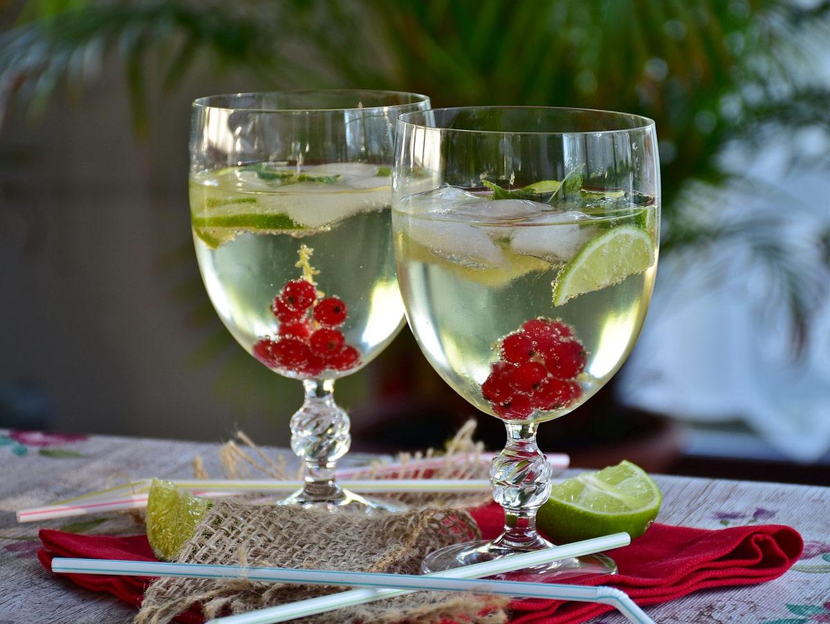 coctel agua fruta sin alcohol